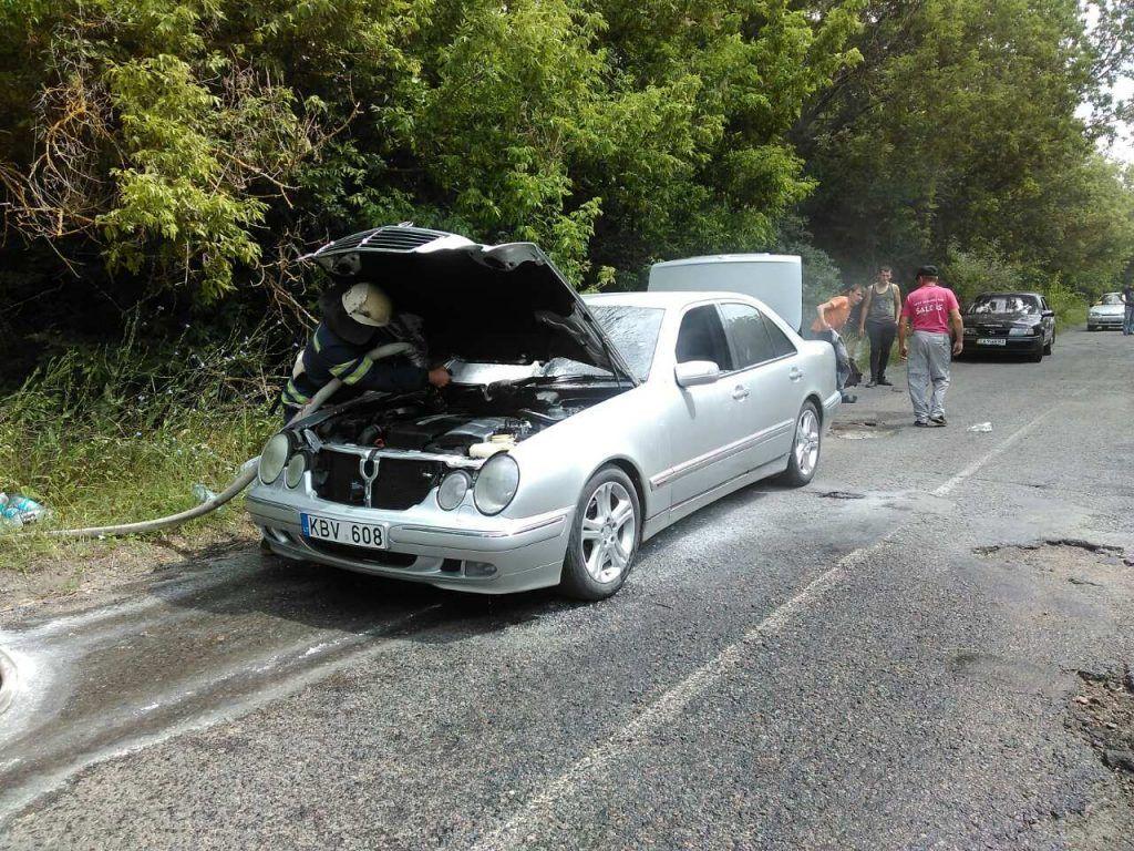Дві автівки ледь не згоріли в Черкаській області