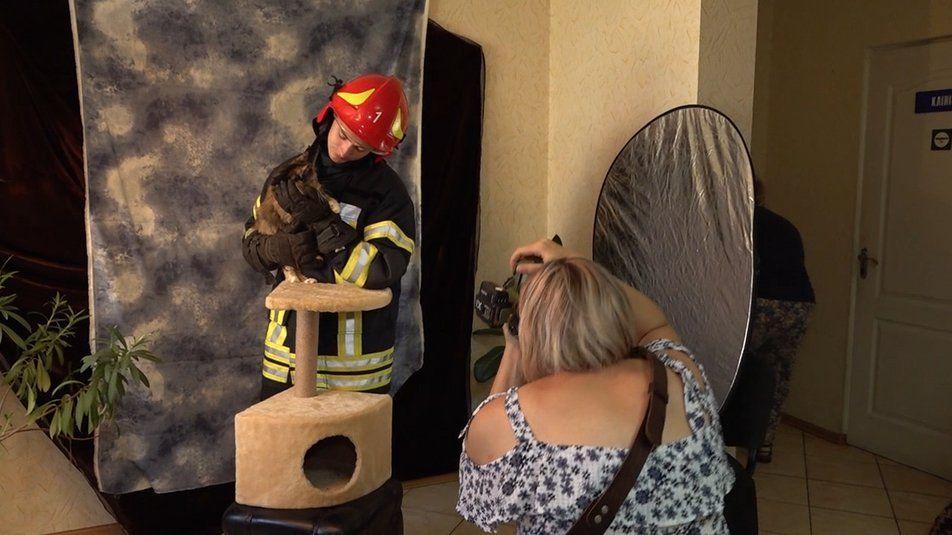 Черкаські рятувальники знялись у доброчинній фотосесії з безпритульними котами(фото,відео)