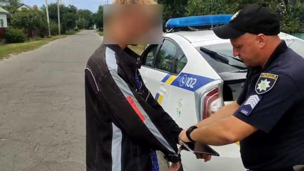 Намагався затягнути дитину в кущі: У Золотоноші затримали ймовірного педофіла