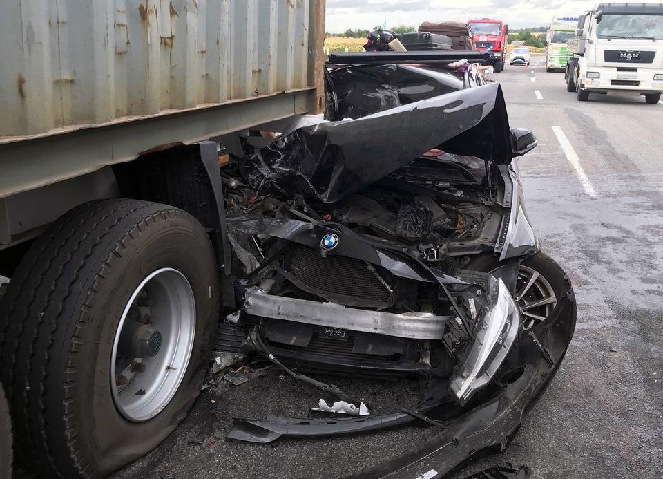 На Черкащині вантажівка розчавила легковик (фото)