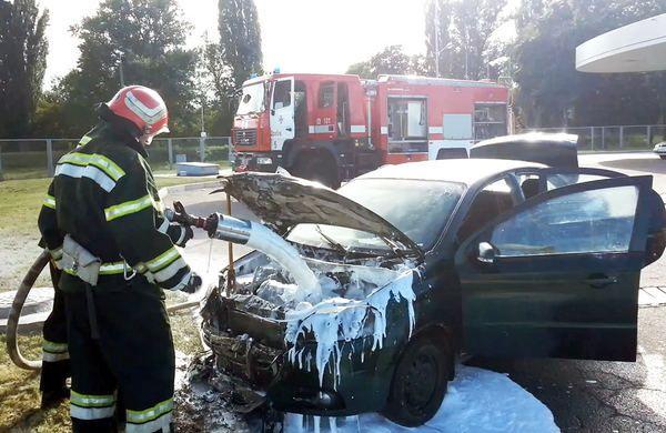 На Черкащині спалахнуло авто і ледь не вибухнула АЗС