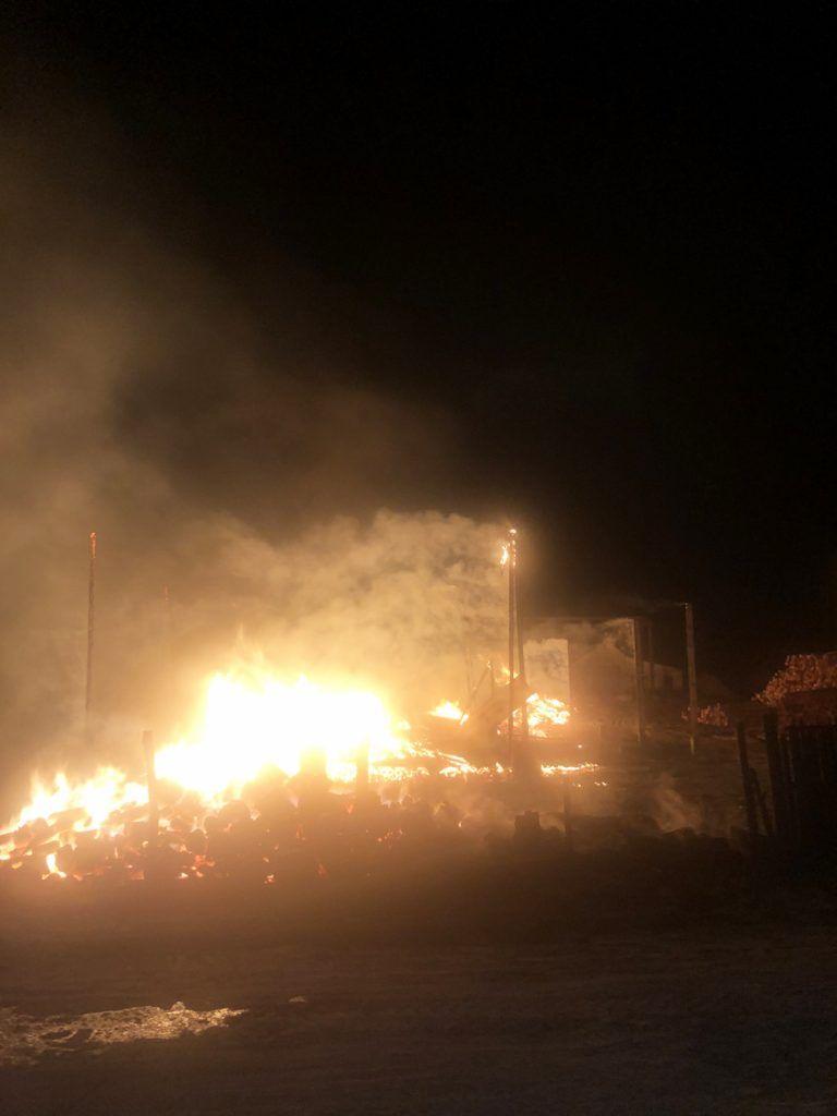 На Черкащині сталася масштабна пожежа на підприємстві (фото)
