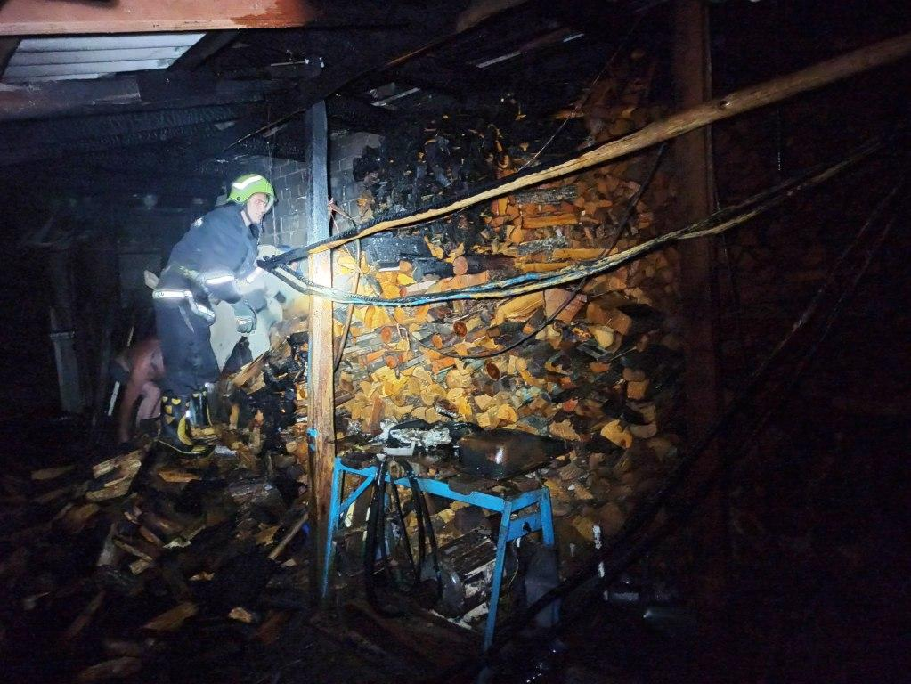 На Черкащині ледь не згоріли дві будівлі (фото)