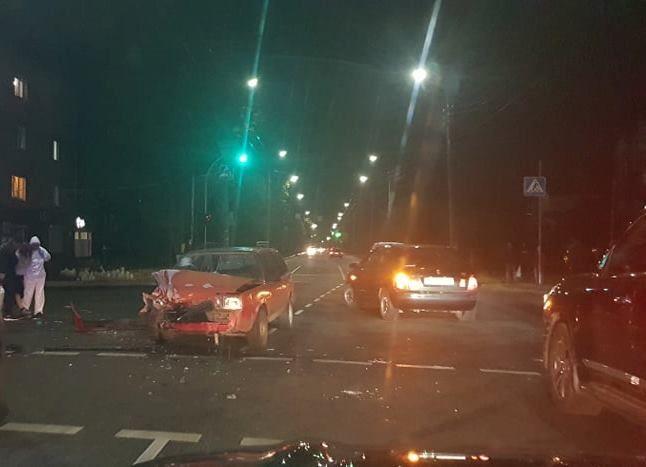 На перехресті в Черкасах зіштовхнулися дві автівки: є постраждалі (фото)