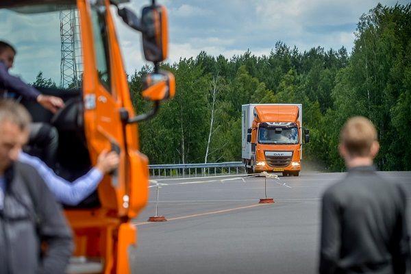 На Черкащині ДТП: у кювет злетів тягач (відео)