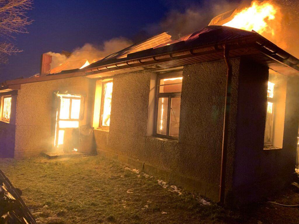 Черкащанка підлила бензину, щоб розпалити піч і повністю спалила будинок (відео)