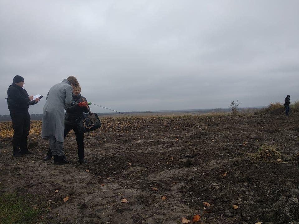 Селяни зі Звенигородщини б'ють на сполох через вивезення відходів невідомого походження