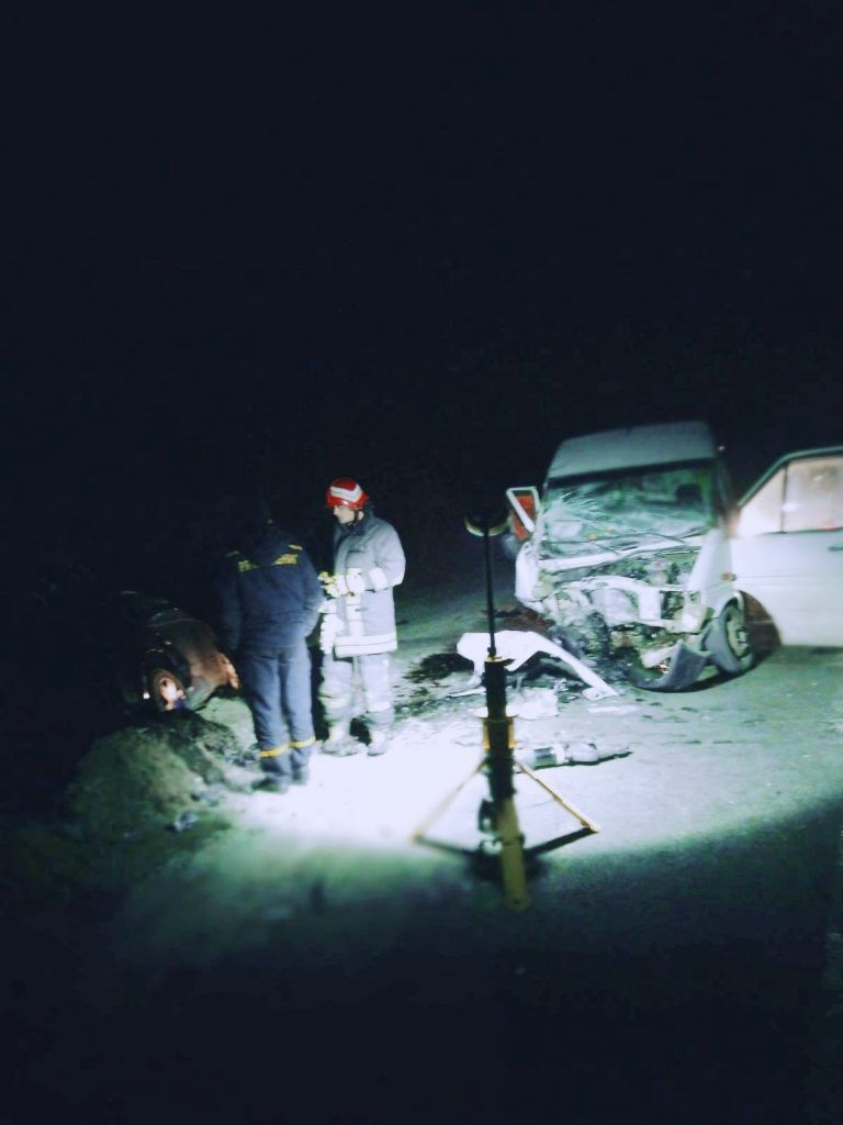 Поблизу Умані зіткнулись легковик та мікроавтобус (фото)