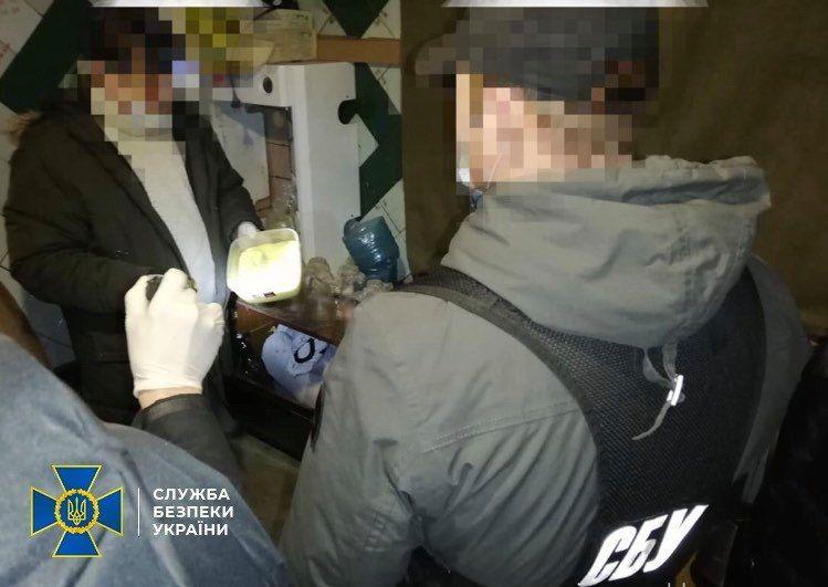 На Черкащині викрили нарколабораторію з виробництва амфетаміну на мільйони гривень (фото)