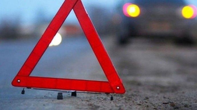На Черкащині автівка вилетіла на бордюр
