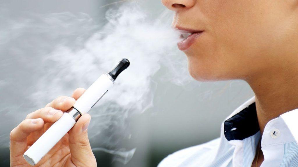 В Україні заборонили продаж електронних сигарет неповнолітнім