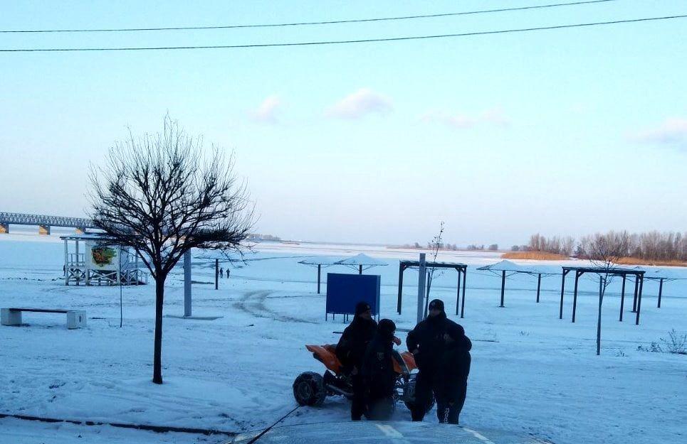 У Черкасах небайдужі врятували дітей, які провалилися під лід