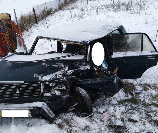 На Черкащині легковик зіштовхнувся з мікроавтобусом: водій легковика загинув на місці (фото)