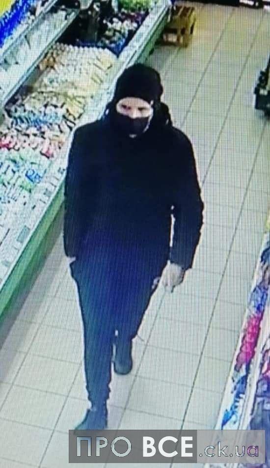 Дві тисячі за інформацію: у магазині на Черкащині покупець побив літнього чоловіка(ФОТО,ВІДЕО)