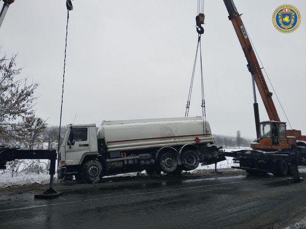 На Городищині ледь не перекинулася вантажівка з 20 тоннами пального