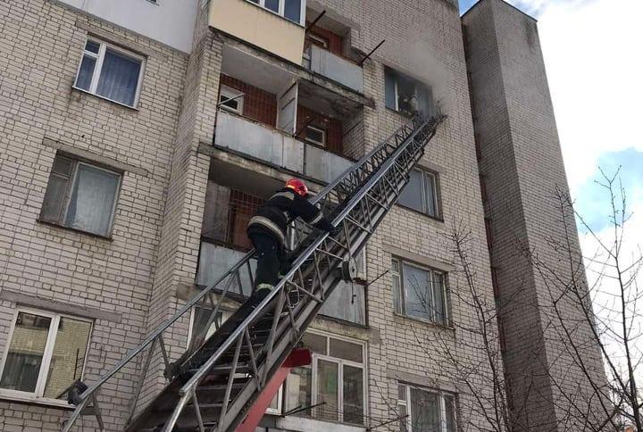 У Черкасах 37-річний чоловік спалив власну квартиру (ВІДЕО)
