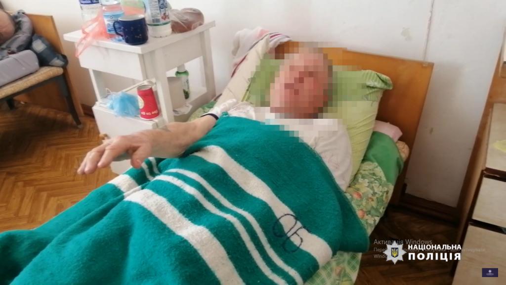Зв'язали та били до втрати свідомості: на Уманщині пограбували пенсіонера (ВІДЕО)
