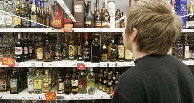 У селі на Черкащині продавця оштрафували за продаж алкоголю неповнолітнім (ВІДЕО)