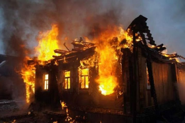 У Городищенському районі вночі загорівся житловий будинок