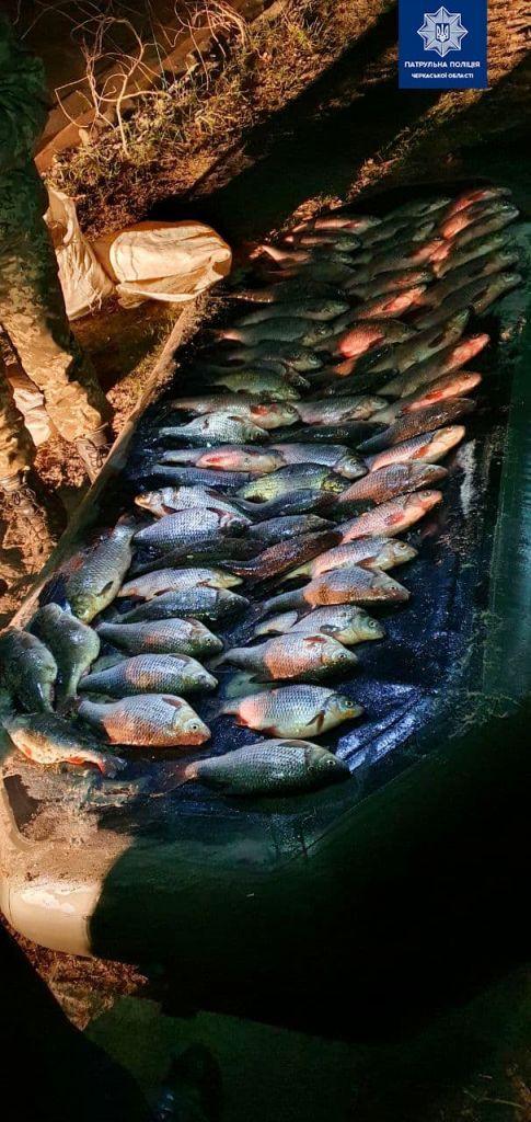 На Черкащині затримали чоловіків, які виловлювали рибу у нерестовий період