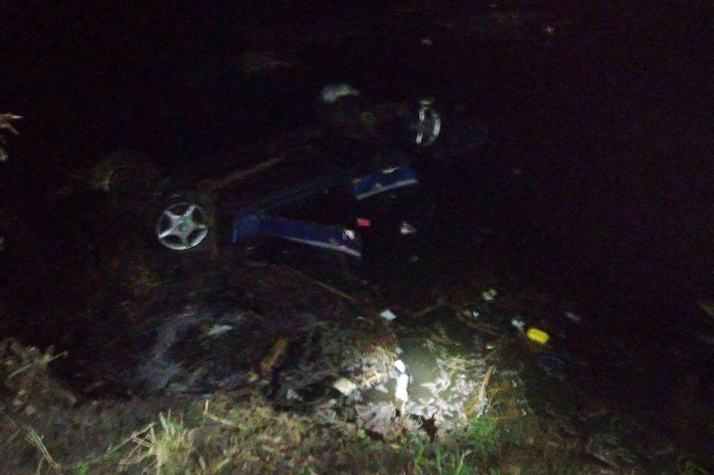На Христинівщині автомобіль злетів у ставок та перевернувся: загинуло троє чоловіків
