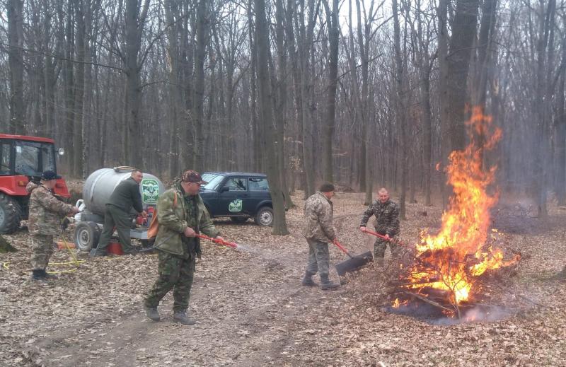 На Уманщині лісівники спільно з рятувальниками провели протипожежні навчання