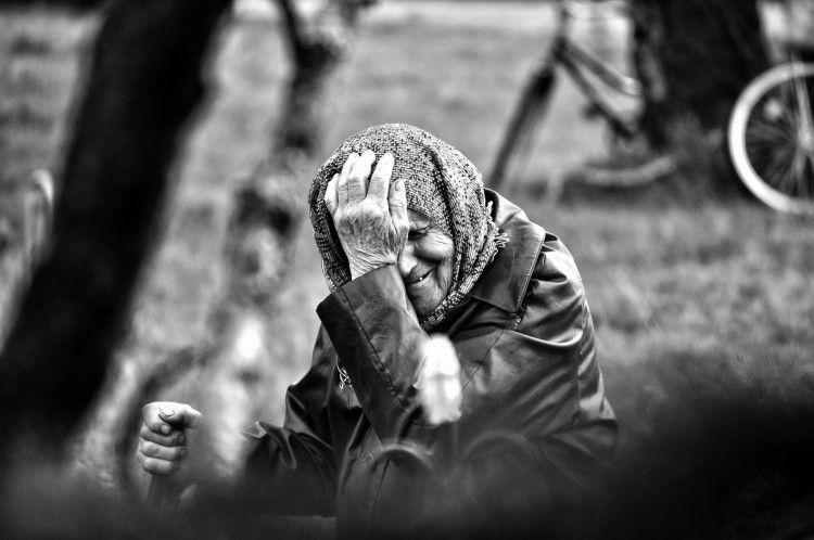 На Черкащині витягли з річки бабусю, яка хотіла накласти на себе руки