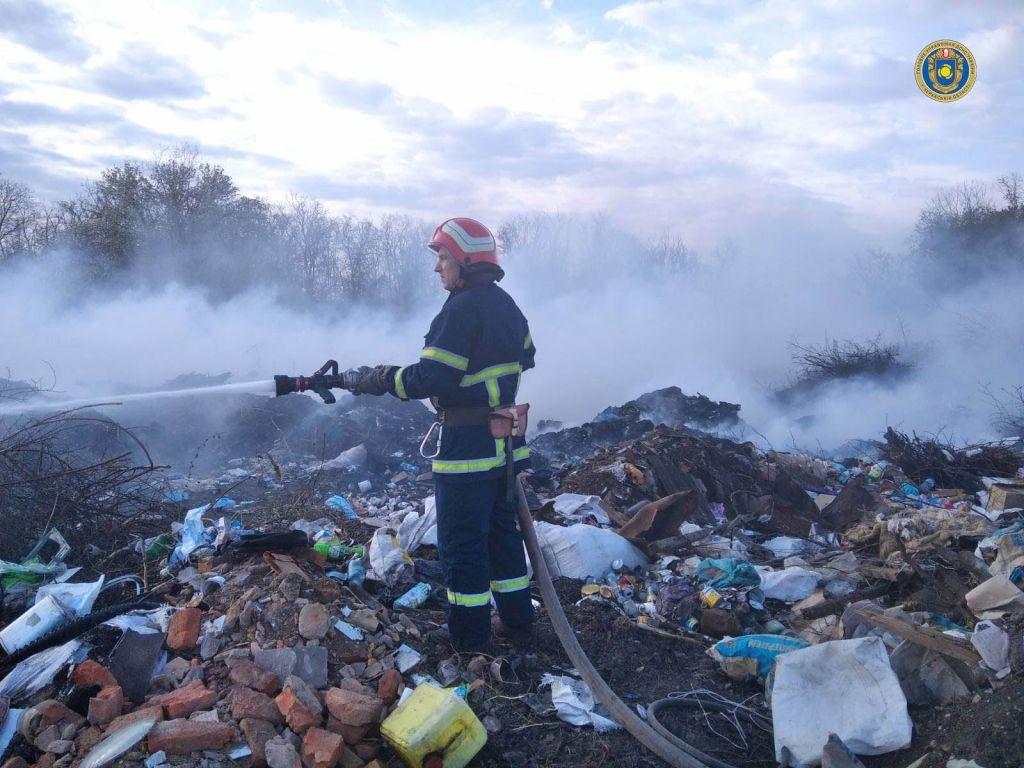 У селі на Черкащині загорілося сміттєзвалище