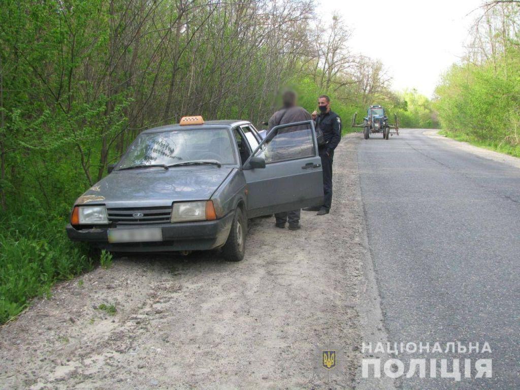 Побили та намагалися задушити: у Каневі пасажири ледь не вбили таксиста (ФОТО)
