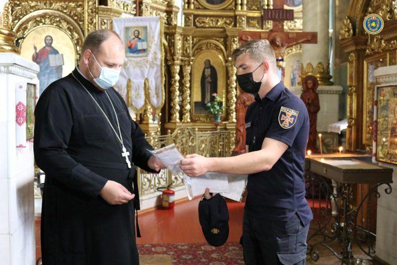 Напередодні Трійці рятувальники провели профілактичні заходи у церквах Черкащини