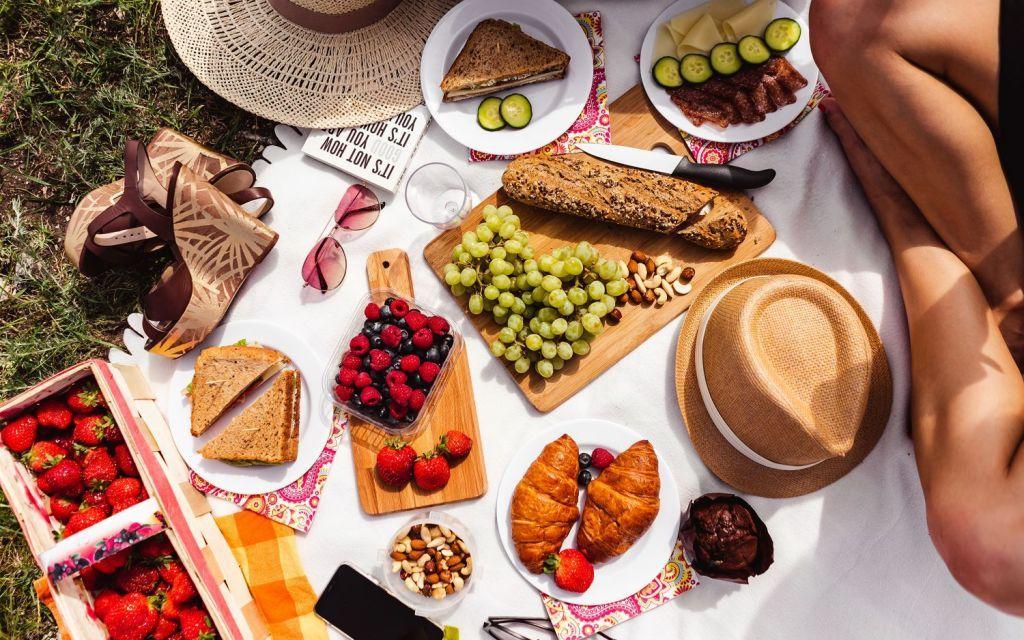 Що краще їсти та пити у спеку: поради черкащанам щодо м'яса, солодощів та напоїв