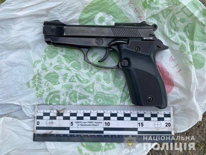 Уманчанин зберігав вдома перероблений у бойову зброю пістолет