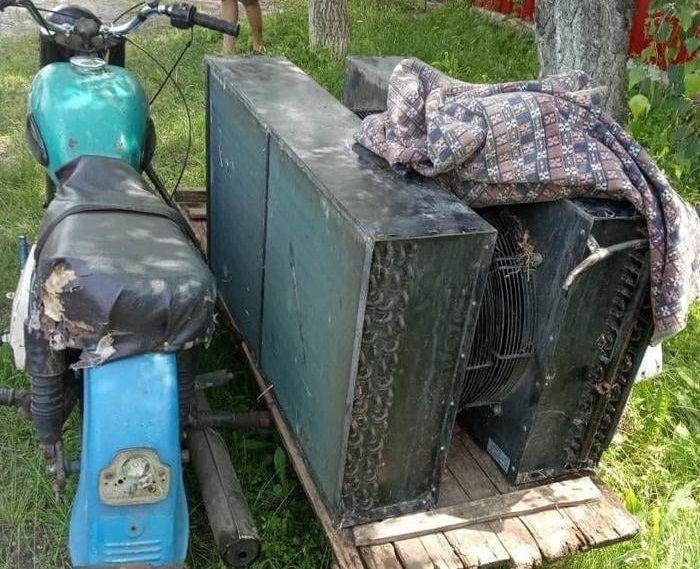 Троє черкащан поцупили морозильну камеру зі складу й везли її додому на мотоциклі
