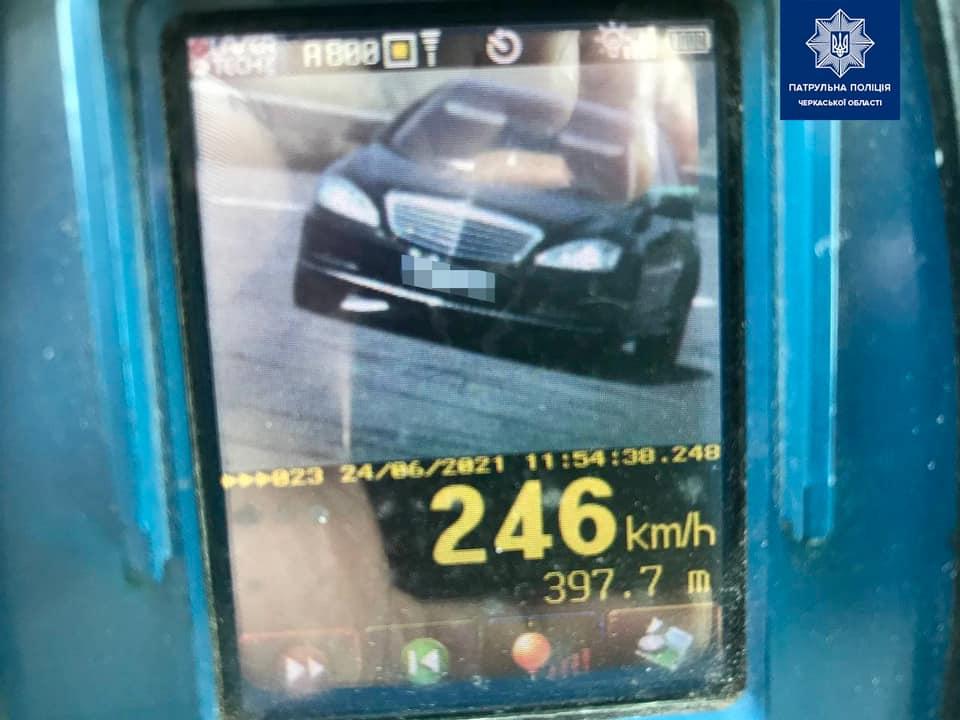 """В Умані водій """"Мерседесу"""" порушив допустимий швидкісний максимум на 136 км/год"""