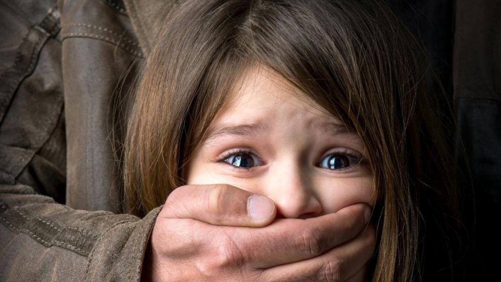 У Черкасах спіймали чоловіка, який пропонував дітям у садочку інтим (ВІДЕО)