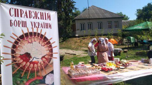 Черкаські журналісти на фестивалі готували борщ із ковбаси та квасу