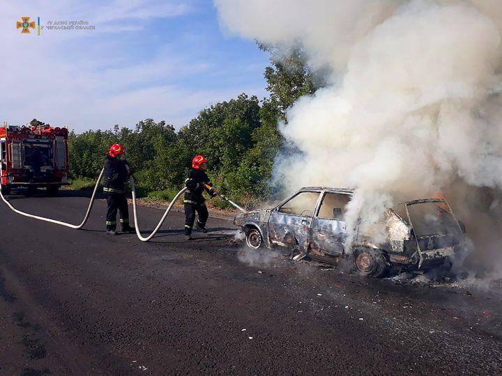 На Черкащині під час руху згорів автомобіль