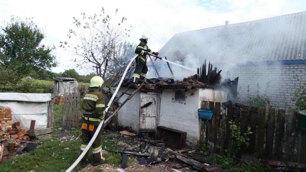На Черкащині через дитячі пустощі з вогнем загорілася будівля