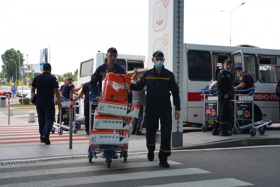 Черкаські пожежники вилетіли гасити пожежі в Греції (ФОТО)