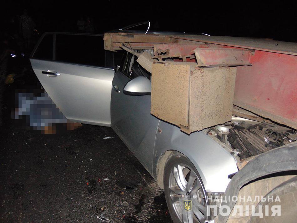 На Черкащині у салоні автівки помер чоловік